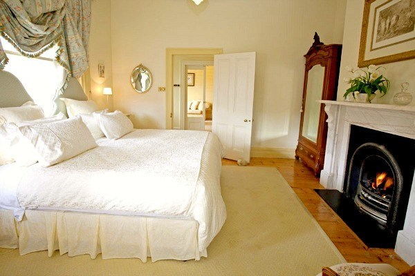 lade daylesford country house blue bedroom