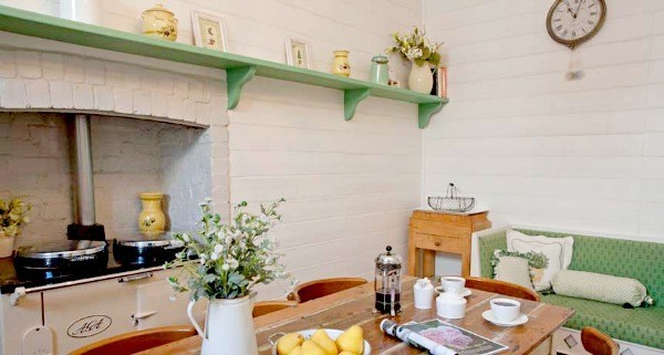 lake daylesford country house kitchen table