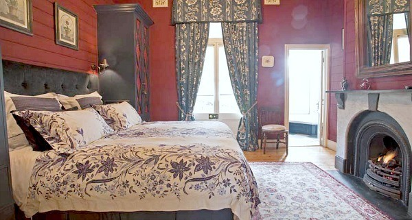 lake daylesford country house red bedroom