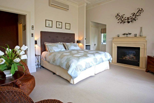 lake daylesford country house beige bedroom